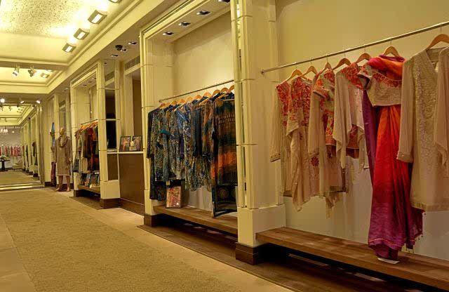 Tt Hyd Store Design Boutique Boutique Interior Design Showroom Design