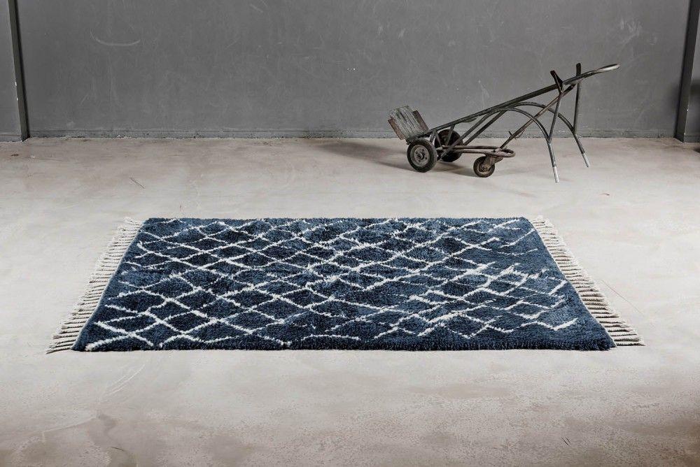 Der Berber Teppich Sit and Wonder Blau des Berliner Labels The