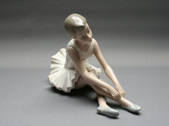 NAO by LLADRO porcelain ballerina, Seated rested ballet