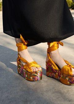 Buty Na Koturnie Z Haftem Kobieta Mango Polska Shoes Women Shoes Sandals Heels