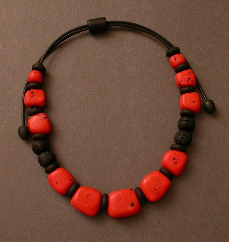 2008- 3738 collier corail noir réglable