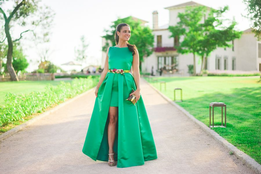 Look invitada boda de tarde noche con vestido largo verde esmeralda Jorge  de la Rosa green 0fd3175ed5ed