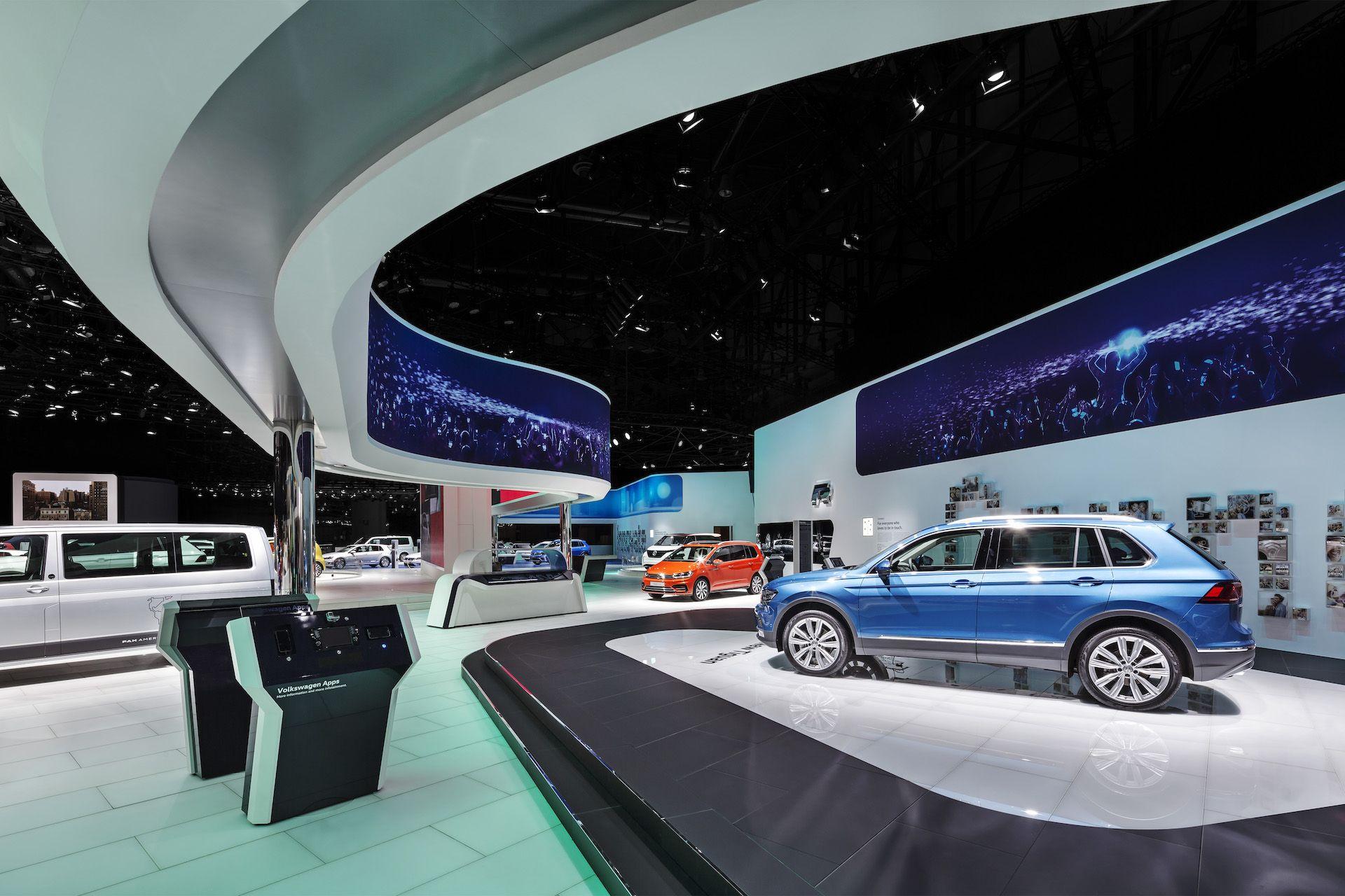 Volkswagen Internationaler Autosalon Genf 2016 Messeauftritt Lichtgestaltung Fachplanung Beleuchtung Und Rigging Rgb Gmbh Ess Messeauftritt Volkswagen Messe