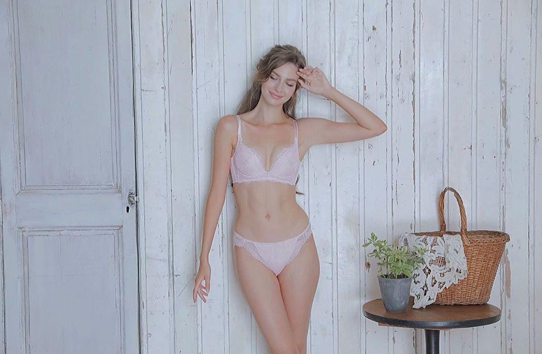 カロリーナ モデル