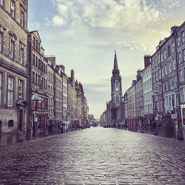 How strange it feels not to be opening our doors today for the first time in 5 years... 😧  We can't wait to welcome all of our lovely staff and customers back once this blows over. Miss you already! 💞  #Edinburgh #royalmile #ediphoto #instagood #instadaily #edinphoto #peace #quiet #strange #spring #2020