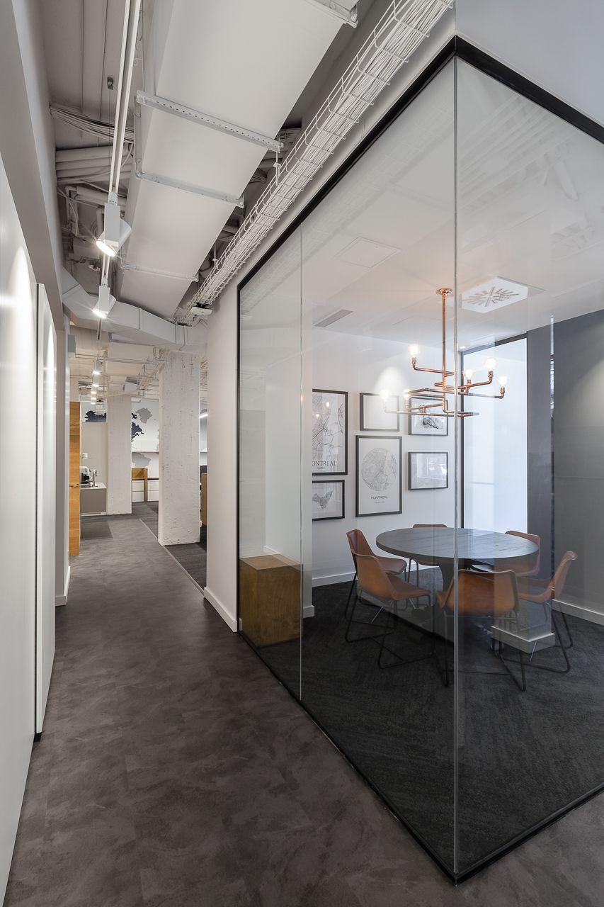 Akelius Montréal_Informal Conference Room. Gray Vinyl Flooring