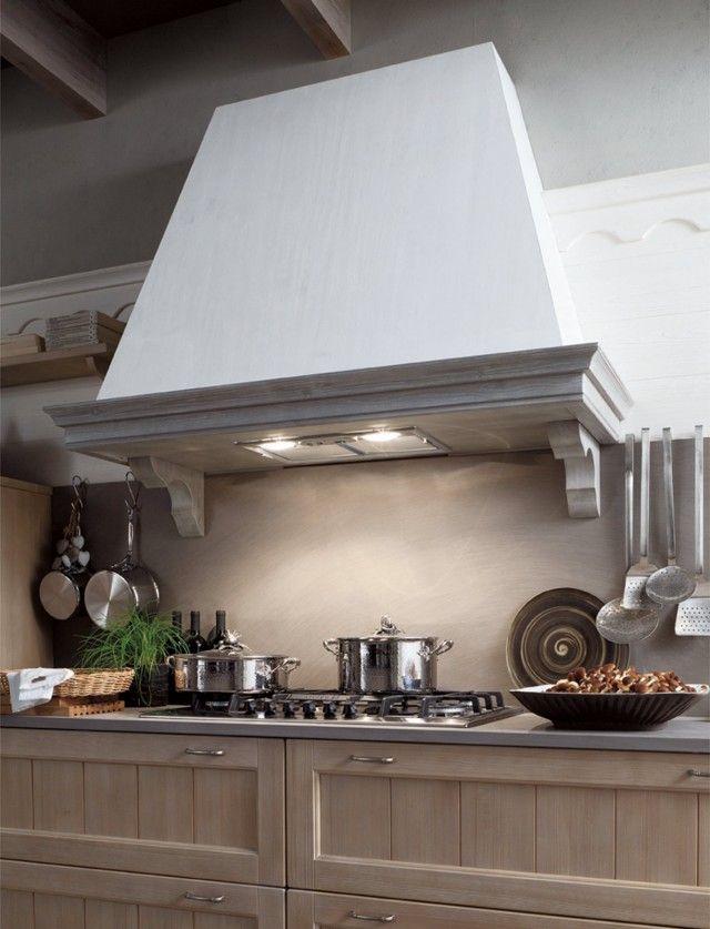 Due lampade sono integrate nella cappa della cucina Tabià di ...