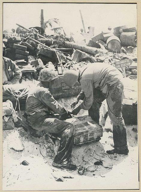 battle of tarawa  first aid treatment  reeve 078350