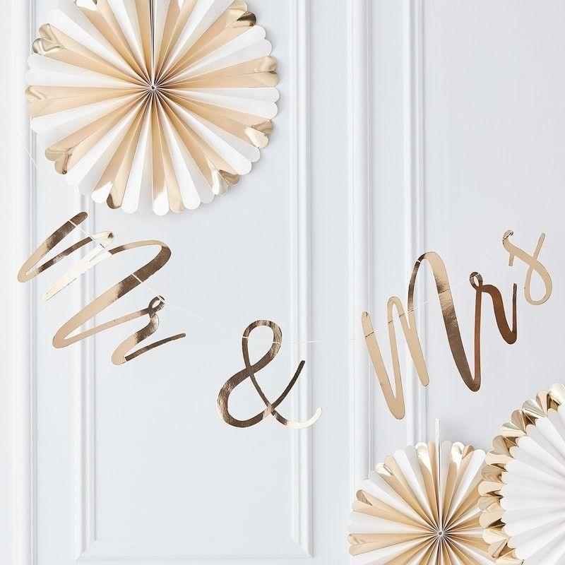 Mr Und Mrs Girlande Schriftzug Gold In 2020 Eheringe Gold Hochzeitswimpel Und Girlanden