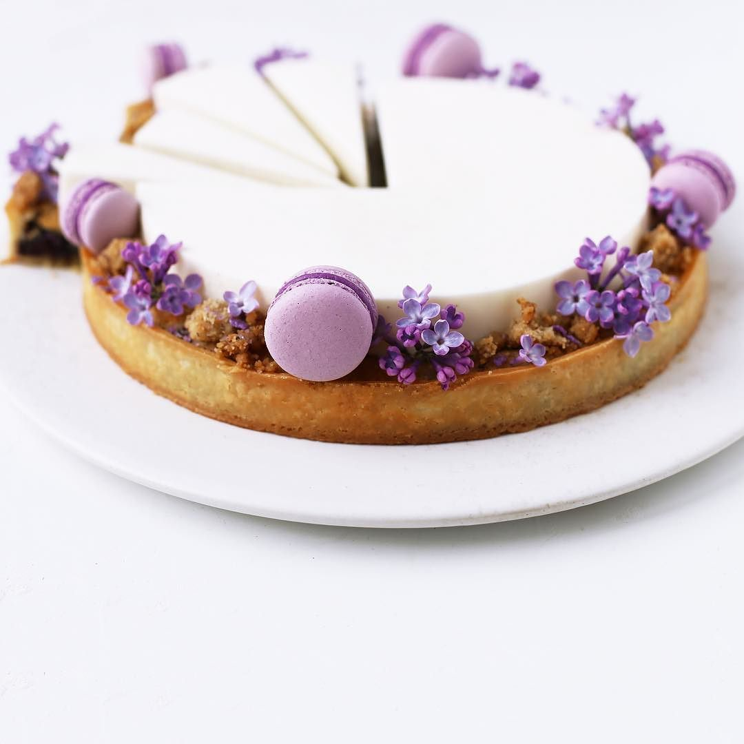 In love with lilacs  - and frangipane tarts!! by majachocolat