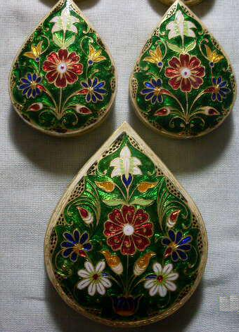 Enameling Was Practiced In Many Centers In India And Each Region Specialized In Its Own Variation Of Style And Techniqu Jewellery Sketches India Jewelry Kangra