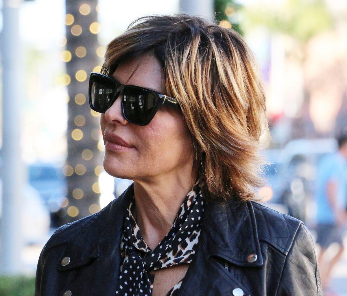 b80dc91ea1bb Lisa Rinna sunglasses