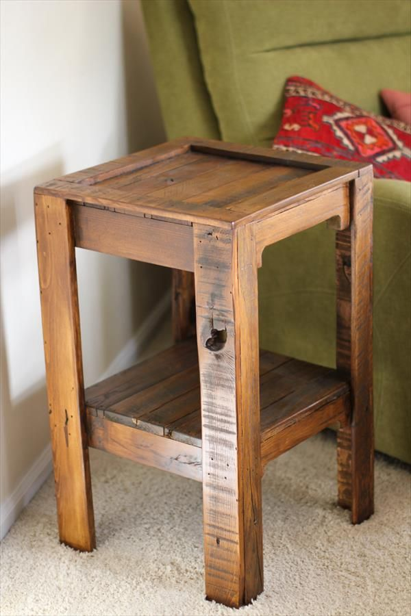 Captivating DIY Recycled Pallet Side Table | 101 Pallets