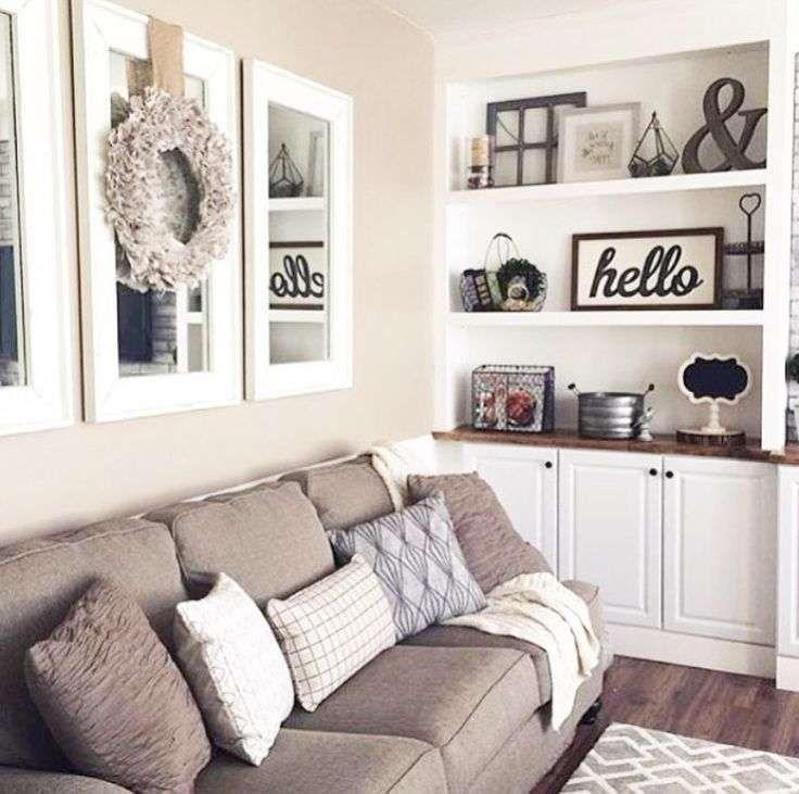 Come arredare la parete del divano arredo casa nel 2019 for Arredare parete