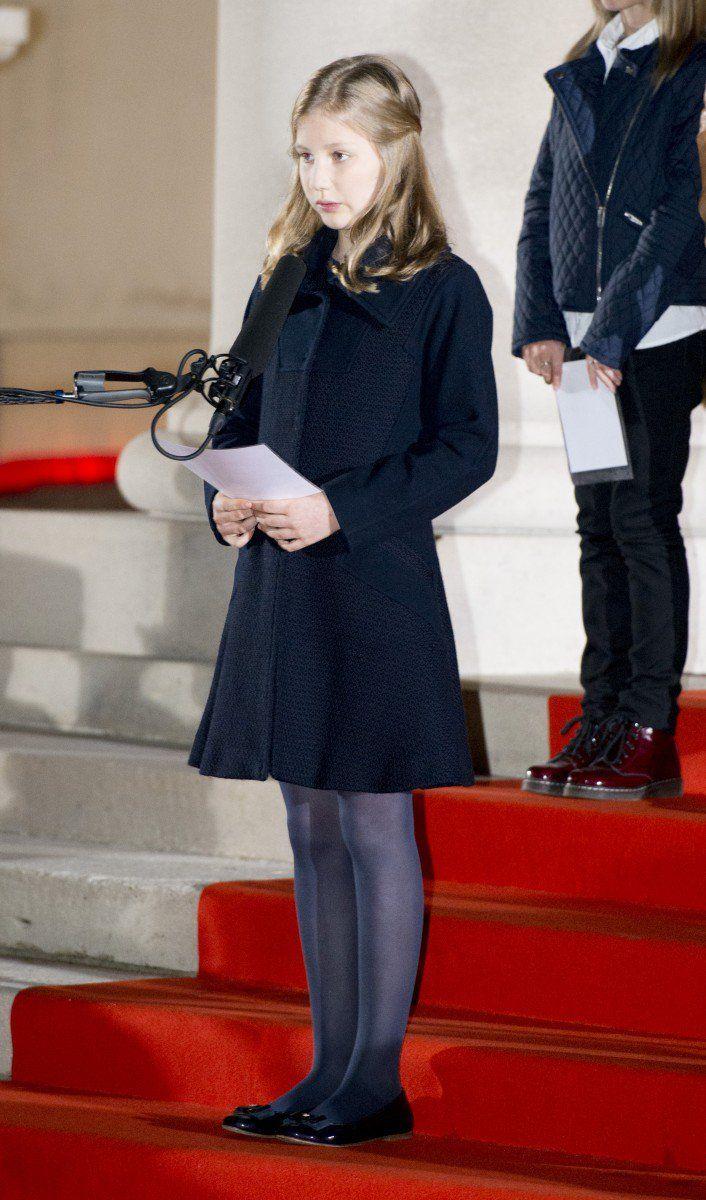 La Princesse héritière Elisabeth a fait son premier discours devant des centaines de personnes, lors d'une commémoration de la Première Guerre mondiale à Ploegsteert en présence de ses parents le Roi Philippe et la Reine Mathilde.beth of Belgium