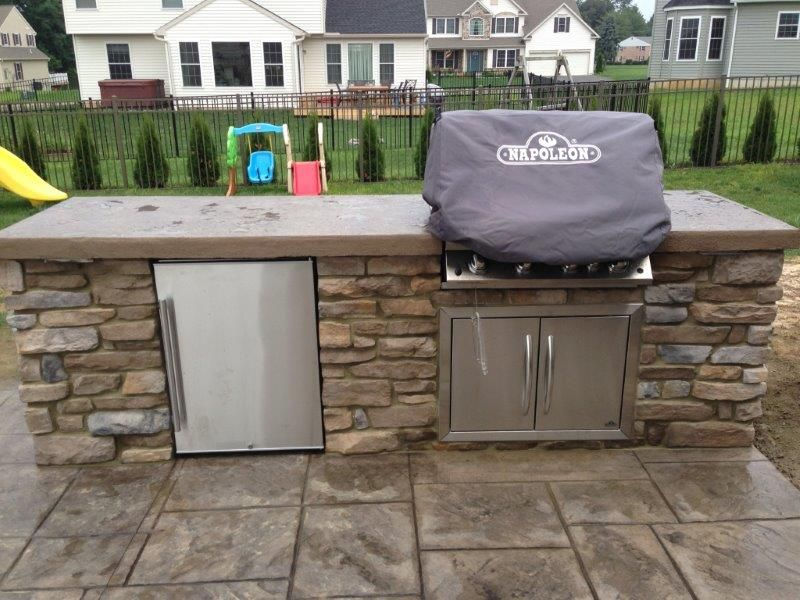 Custom Stone Veneer Grill Station With Concrete Countertop And Refrigerator Outdoor Kitchen Grill Design Outdoor Kitchen Countertops