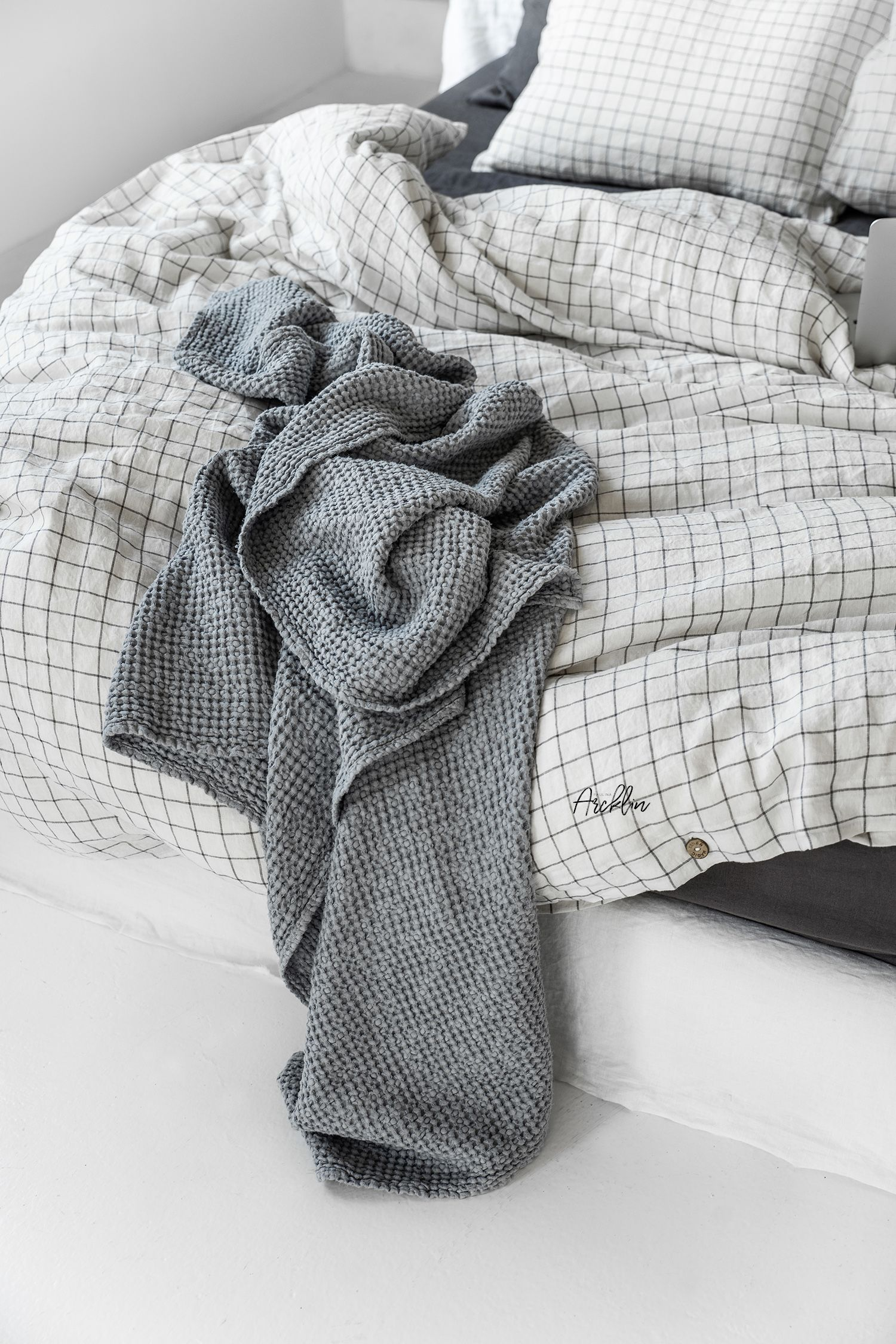 Magic Linen Beddings Charcoal Mix With Grid Portfolio Paulina Arcklin Photography Styling Linen Bedding Waffle Blanket Linen Baby Bedding