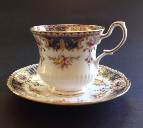 queens fine bone china rosina china co ltd kenilworth footed tea cup saucer cup saucer 1. Black Bedroom Furniture Sets. Home Design Ideas