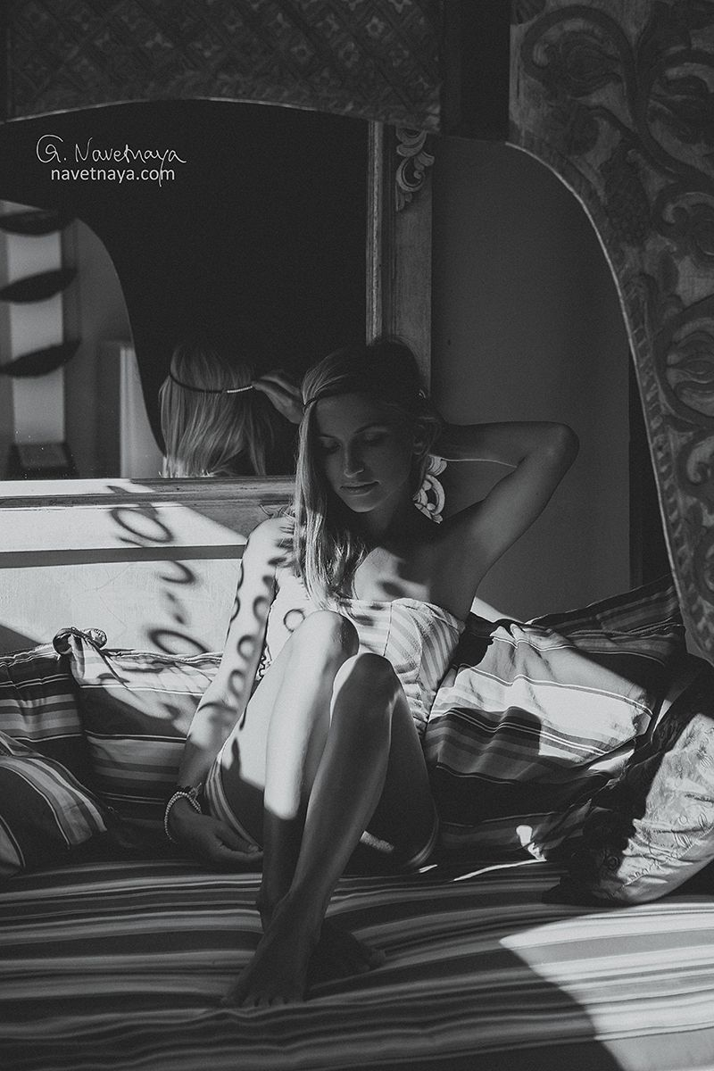 Black and white portrait of a girl sitting on amazing couch interesting light in photography