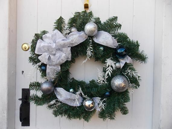 Modern White, Silver and Blue Christmas Door Wreath, Bauble Wreath, Large Ribbon Bow. 20 (51cm) max diameter #baublewreath