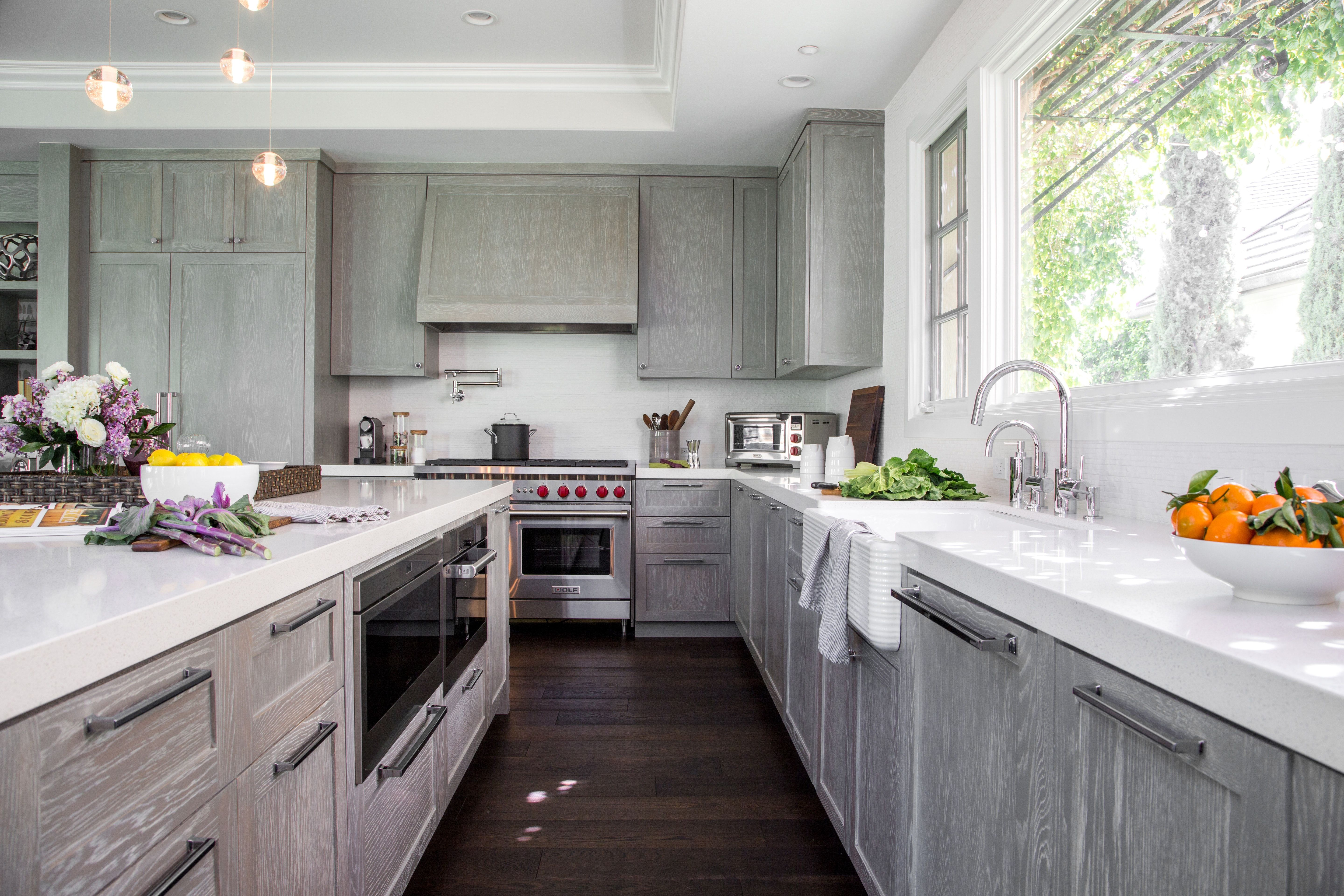 Download Wallpaper White Kitchen Cabinets With Gray Quartz Counters