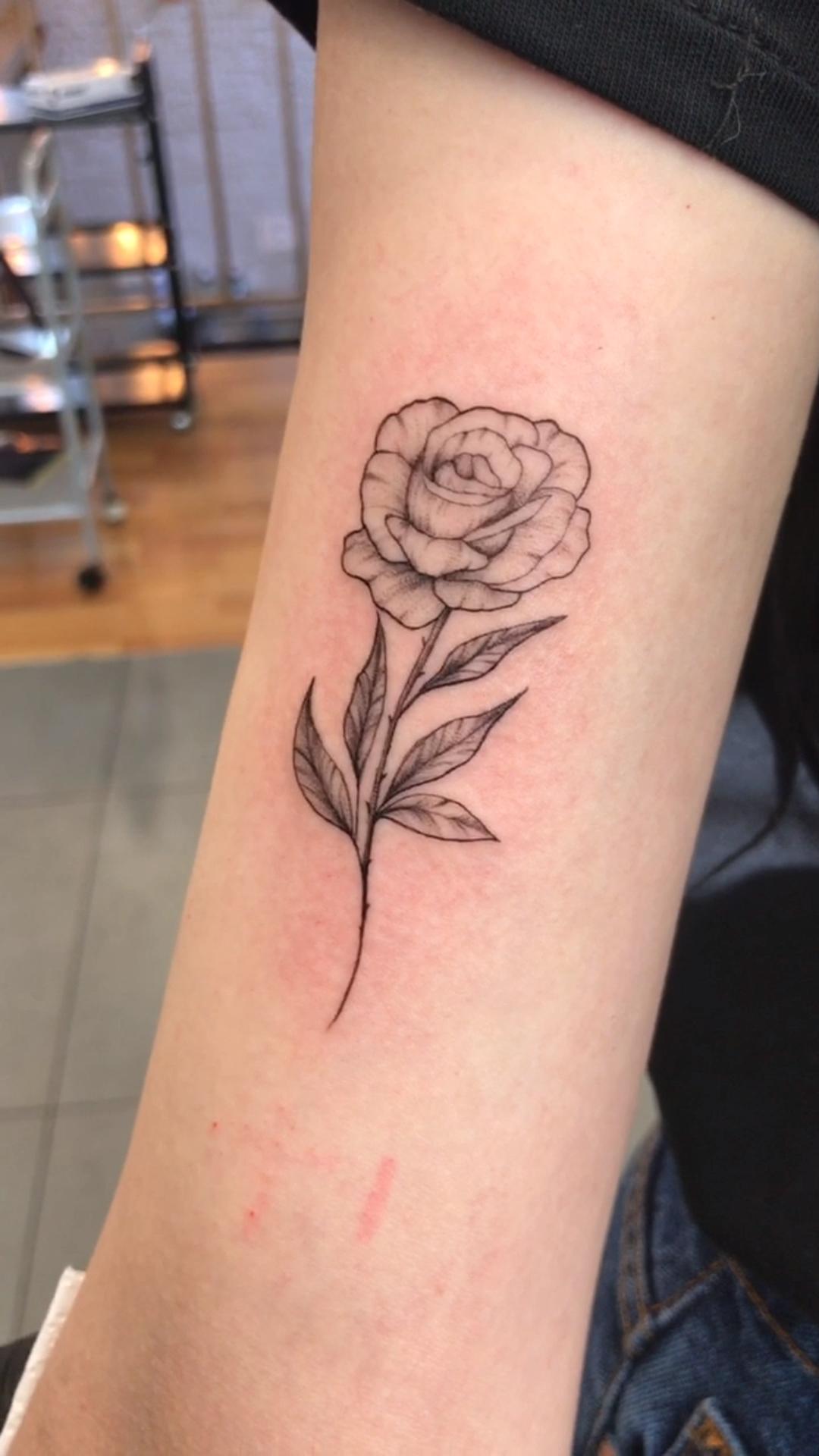 Photo of Тату роза. Тату роза для девушек. 100+ татуировок и эскизов на нашем сайте, заходи!