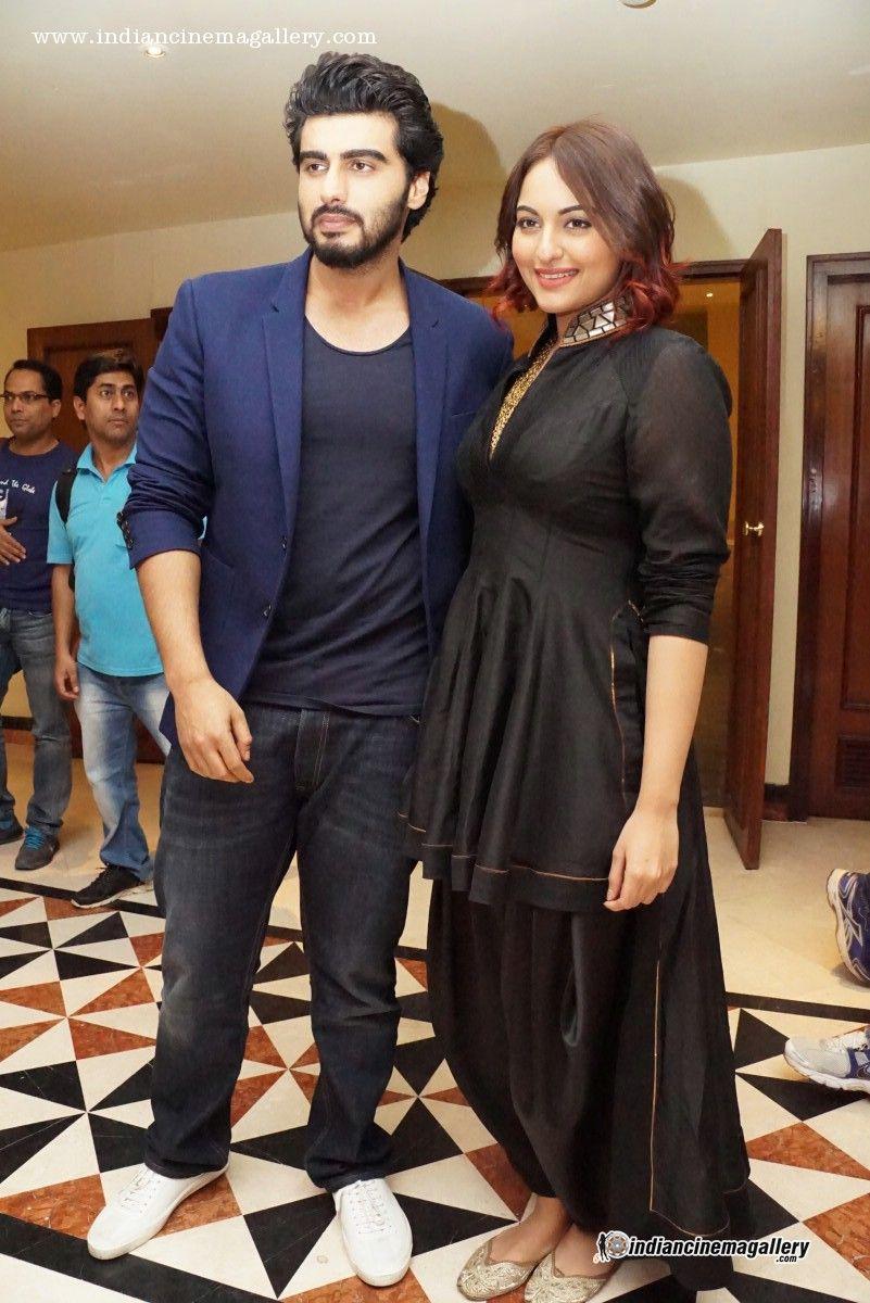 Sonakshi-Sinha-at-Tevar-movie-press-meet-(1)