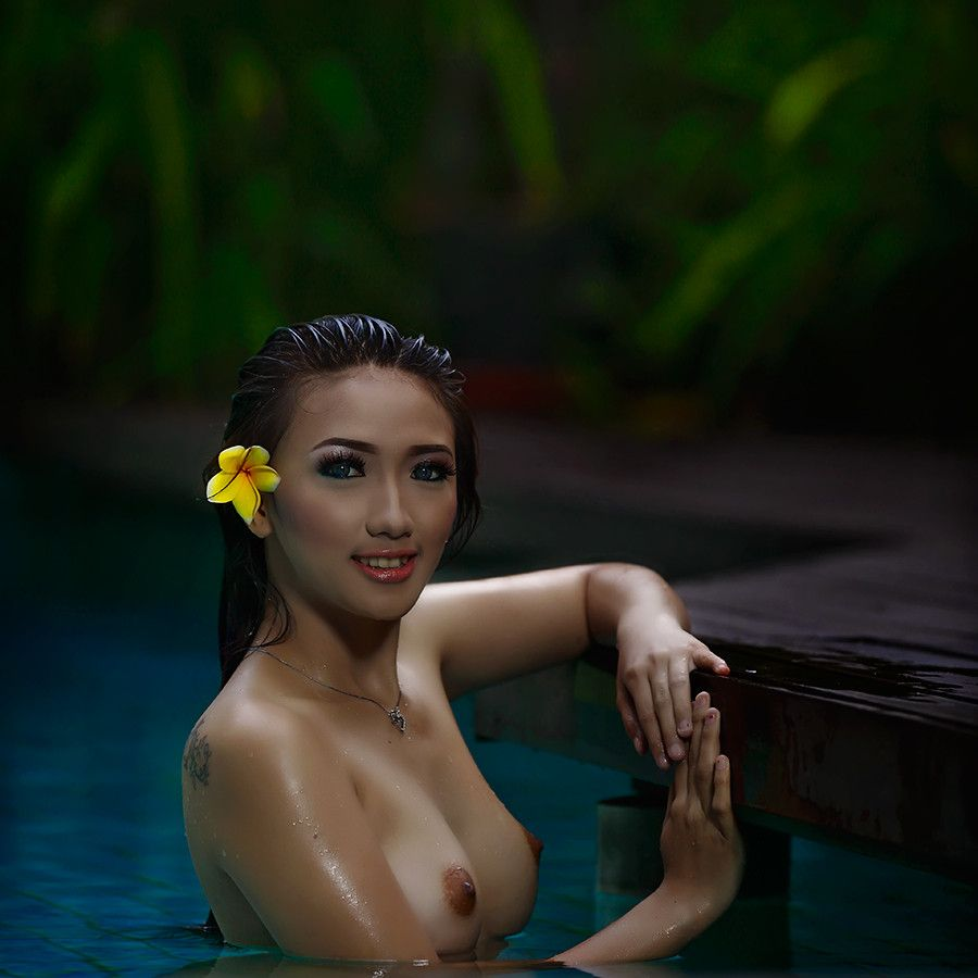 indonesia naked girls picture