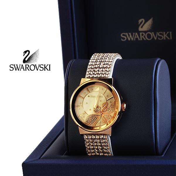 """¡Reloj Piazza! Lleva contigo la elegancia que te da Swarovski, con este reloj de nueva colección, hecho en cristal zafiro con baño en oro rosado de 18 kilátes, pulso en cuero de becerro y técnica """"pave""""  http://www.elretirobogota.com/esp/?dt_portfolio=swarovski"""