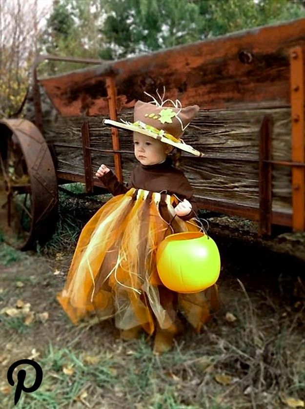 17 DIY Scarecrow Costume Ideas From Clever to Creepy #scarecrowcostumediy