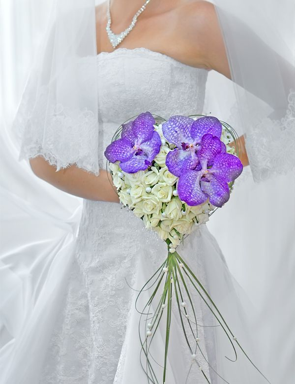herzf rmiger brautstrau mit lila florales brautstr u e anstecker etc pinterest. Black Bedroom Furniture Sets. Home Design Ideas