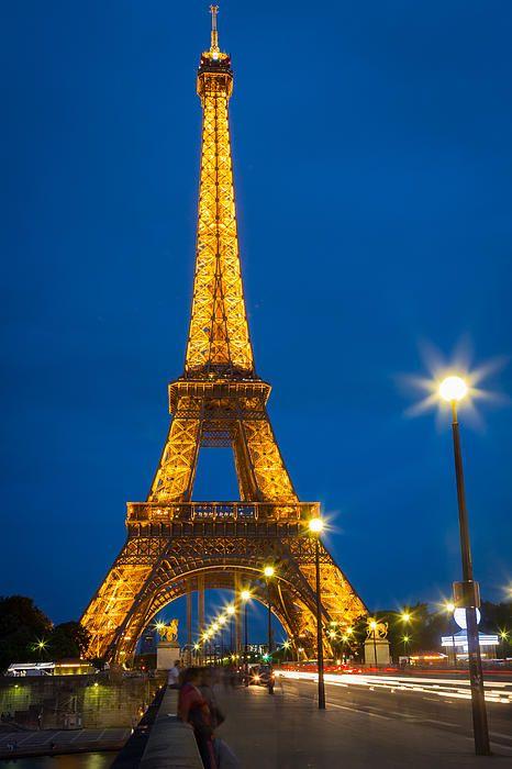 Tour Eiffel De Nuit By Inge Johnsson Tour Eiffel Eiffel Tower Eiffel Tower At Night