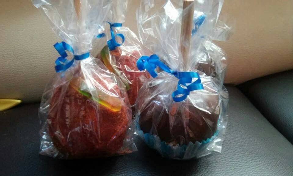 Manzanas acarameladas de chamoy y chocolate
