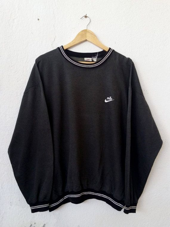 Vintage 90's NIKE Sweatshirt with Small Logo Embroidered