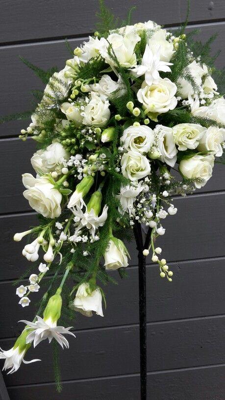 Bruidsboeket met fijne witte bloemetjes