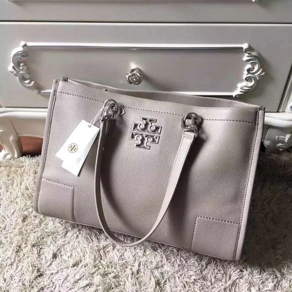83e1ec37255d NWT Tory burch Britten tote  french grey Center zipper compartment.  Interior zipper pocket and