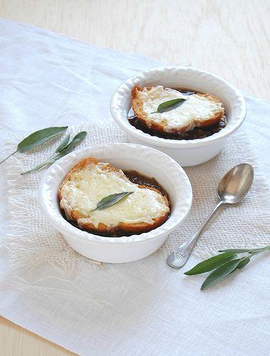 Onion soup / Sopa de cebola