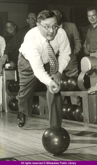 Mayor Frank P Zeidler Bowling In Milwaukee Wisconsin The Last Socialist To Run A Major American City Zeidler Served Milwaukee Milwaukee Wisconsin Wisconsin