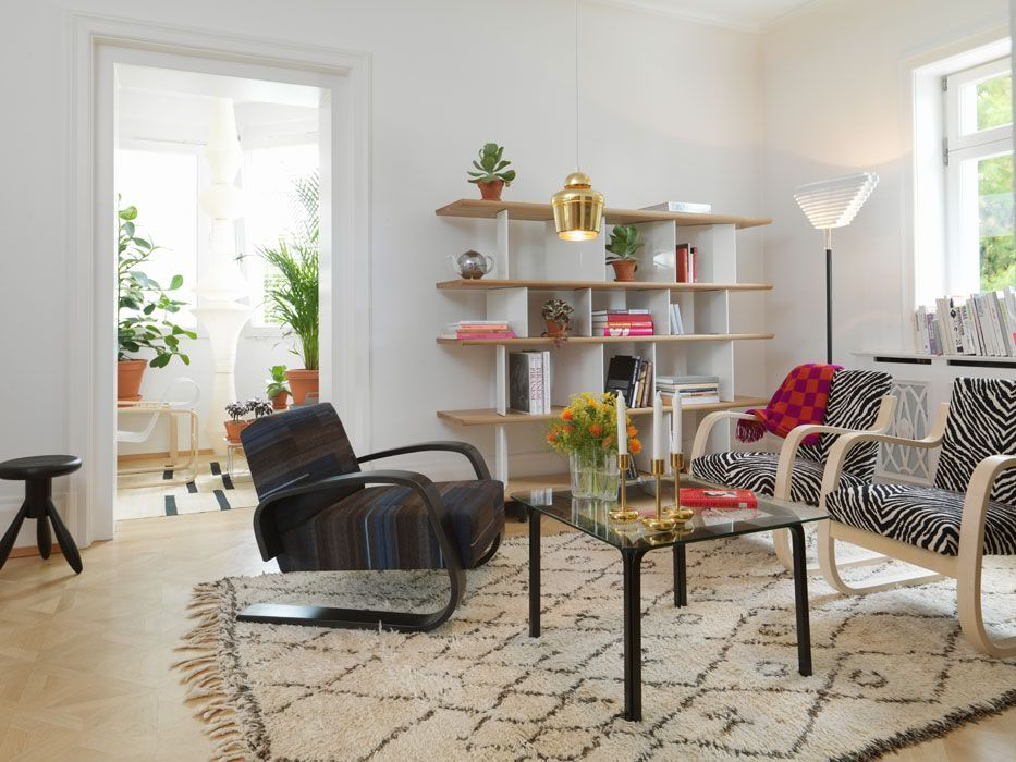 Epic Nordic Home in Villa Hager Ancora uno sguardo nel salotto dove accostata alle poltrone zebrate