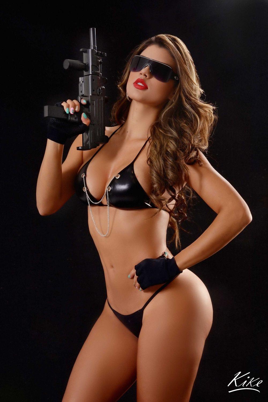 Eliana Pinillos Una Colombiana De Infarto Fotos Guns Girl Guns