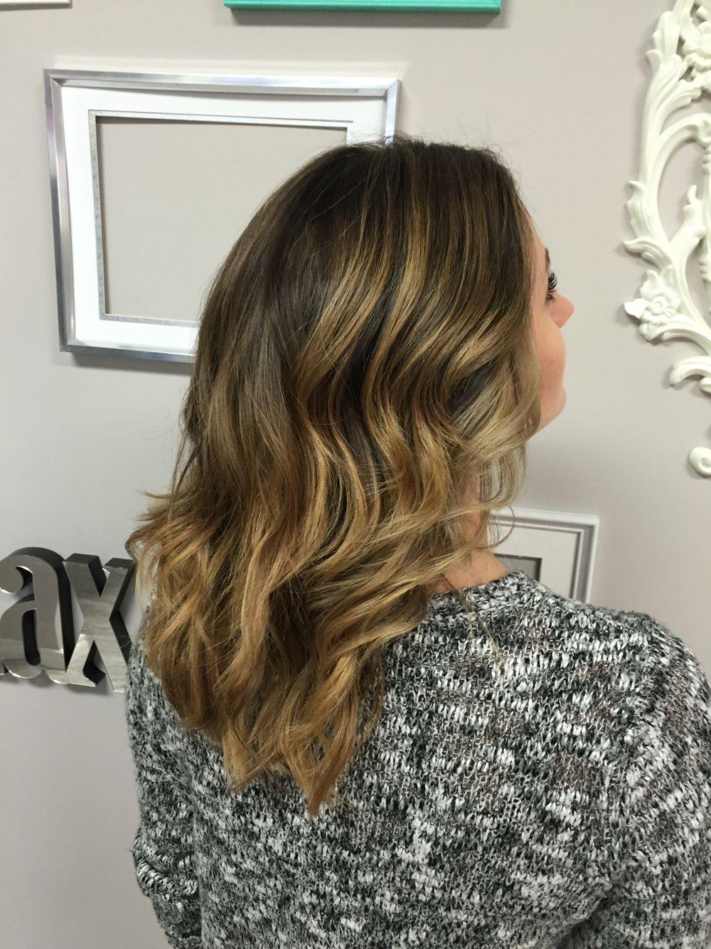 Ballayage Blond tout dark blonde ballayage. medium length hairstyles. #winterhairtrends