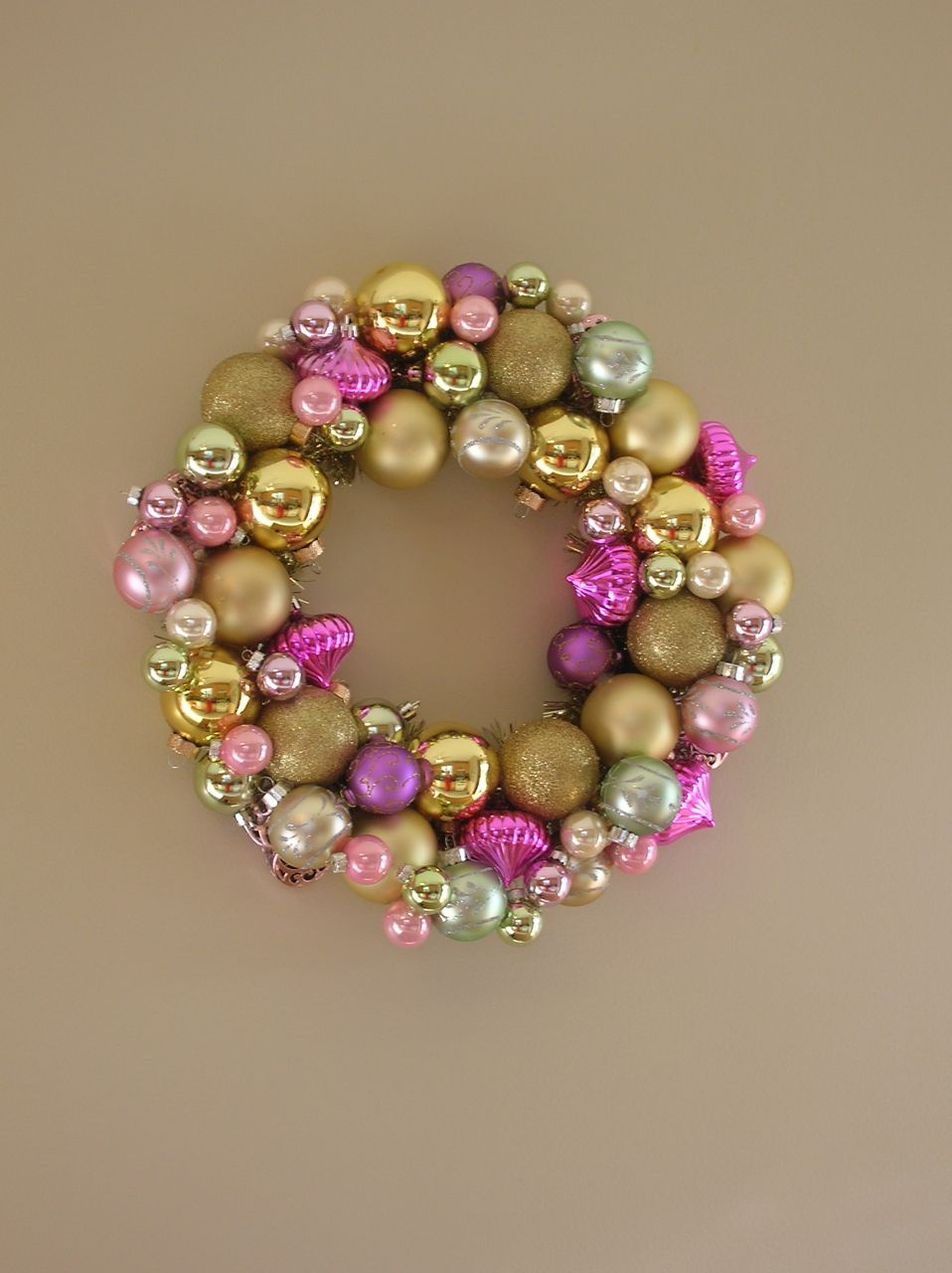 make wreath out of old ornaments | ornament wreath « movita beaucoup