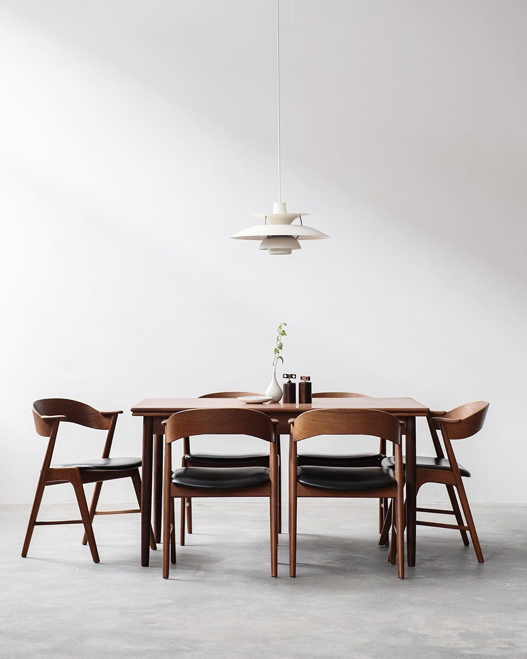 Noden On Instagram Just Delivered This Fully Restored Vintage Danish Dining Table In Teak To Her Danish Dining Table Danish Dining Chairs Dining Table Chairs