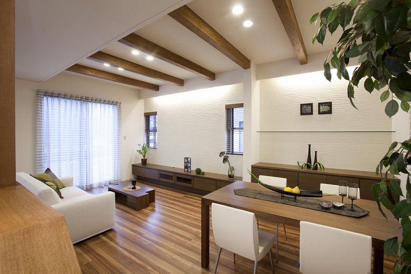 天井 壁の模様と照明 リビング 10畳 リビング 梁 リビング キッチン