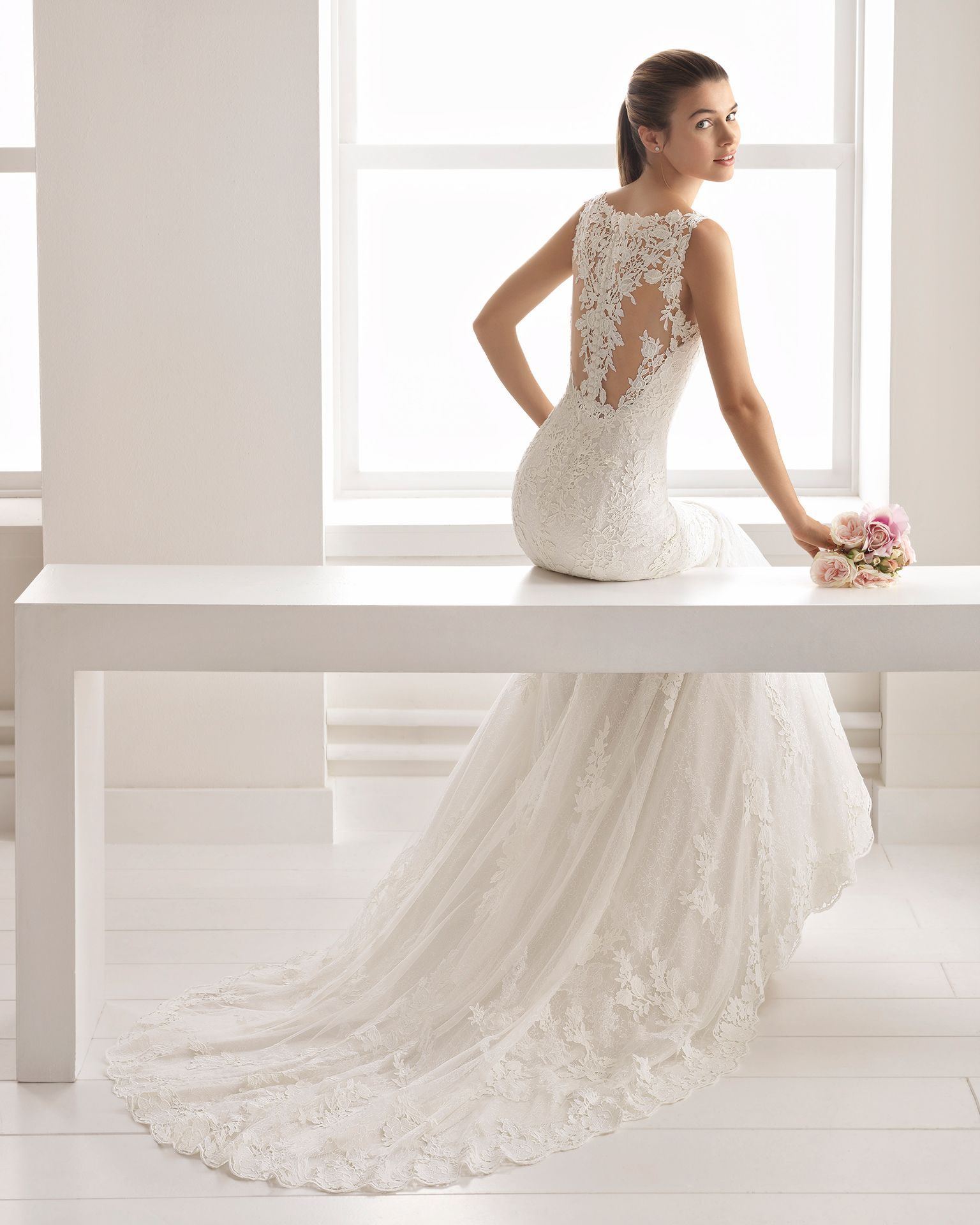 Romantic-style lace and guipure lace wedding dress with V-neckline ...