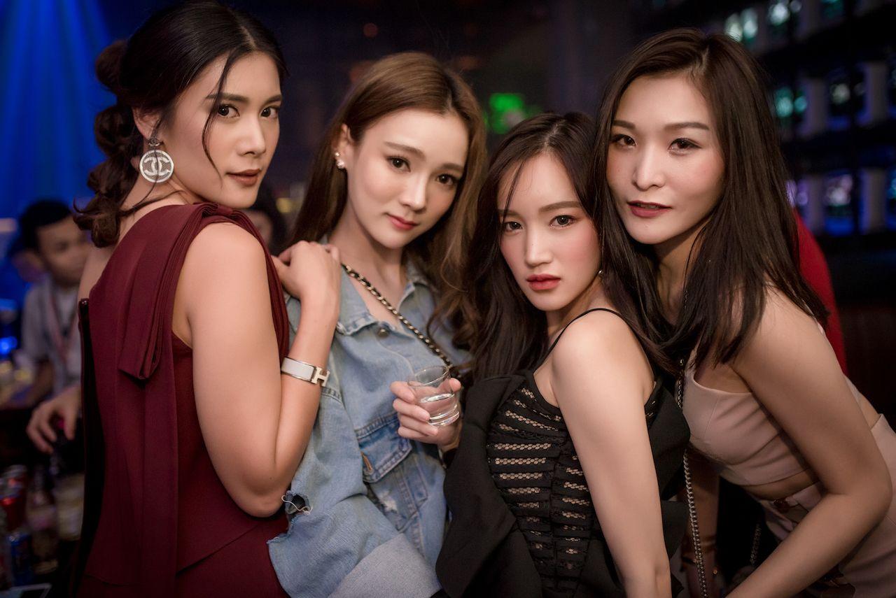 Корейски ночной клуб петролеум ночной клуб
