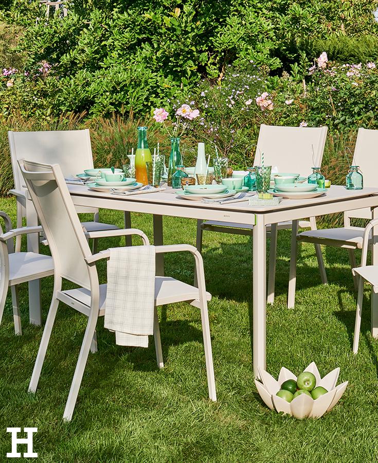Endlich Mal Wieder Gemeinsam Draussen Essen Garten Moebel Tisch Stuhl Garten Gartenmobel Terrassenmobel