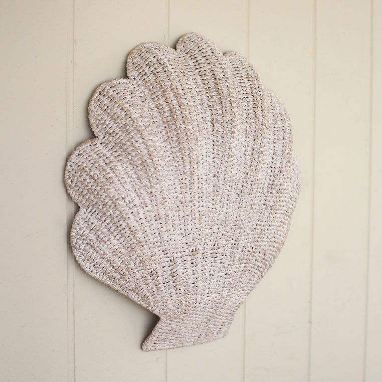 Superbe Whitewashed Seashell Wall Décor