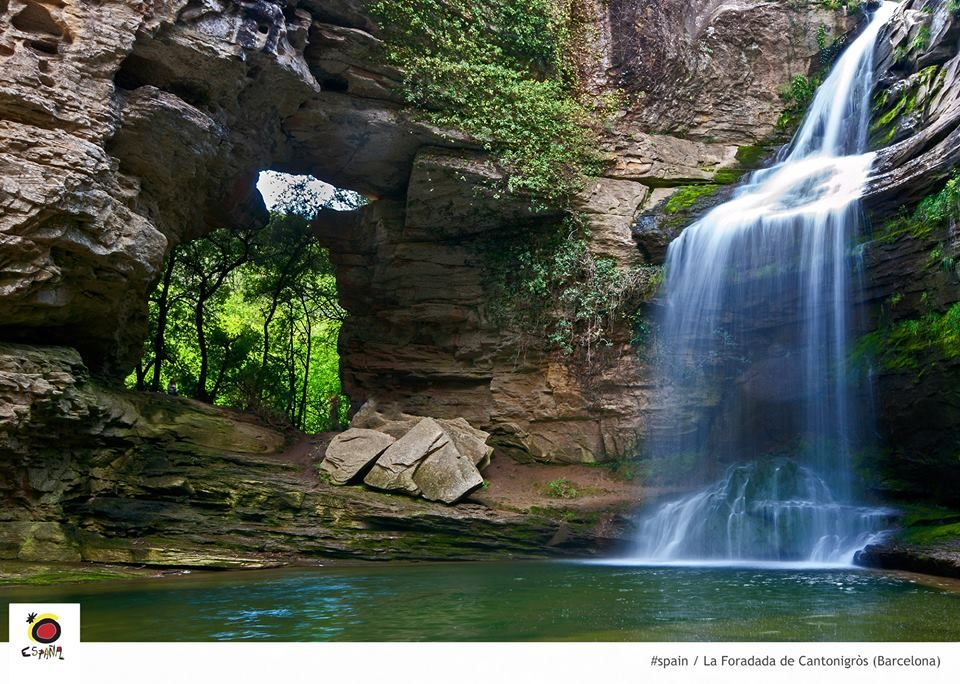 The Foradada Of Cantonigros A Jungle Like Spot About An Hour From Barcelona Spectacular Middel Age Towns Co Piscinas Naturales Lugares Increibles Cascadas