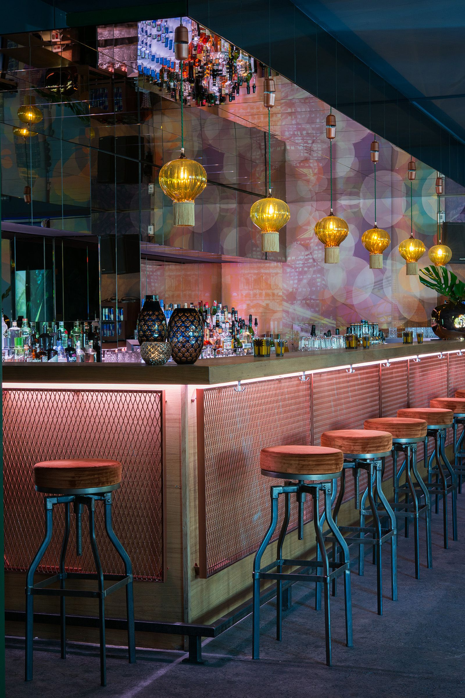 Panda Bar Hamburg Opulent Optic In 2019 Concept Pub Interior Interior Cafe Design